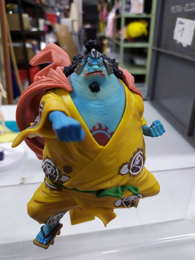 One Piece Figur Jinbe Punch 2